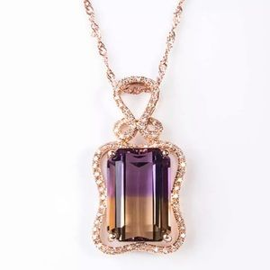Stunning Rose Gold-plated Sterling Silver Necklace